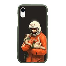 Чехол iPhone XR матовый Гагарин с лайкой цвета 3D-темно-зеленый — фото 1
