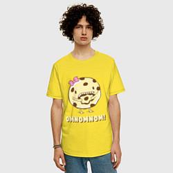Футболка оверсайз мужская Cake: Omnomnom! цвета желтый — фото 2