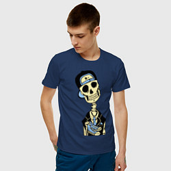 Футболка хлопковая мужская Скелет в кепке цвета тёмно-синий — фото 2
