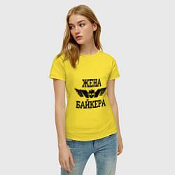 Футболка хлопковая женская Жена байкера цвета желтый — фото 2